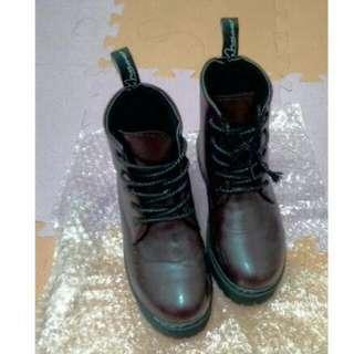 酒紅高統馬丁靴