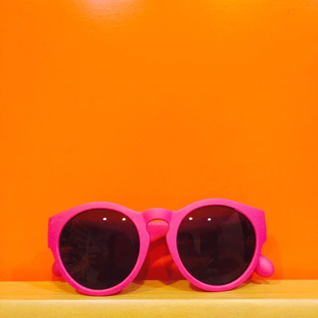 桃紅霧面膠框墨鏡😎