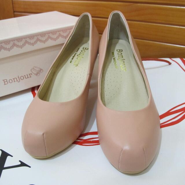 《Bonjour》好穿又好走的高跟鞋,出席婚禮、工作及重要場合時的必備鞋,優雅又舒適喲!