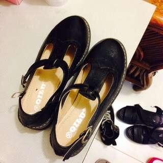 黑色T字厚底鞋