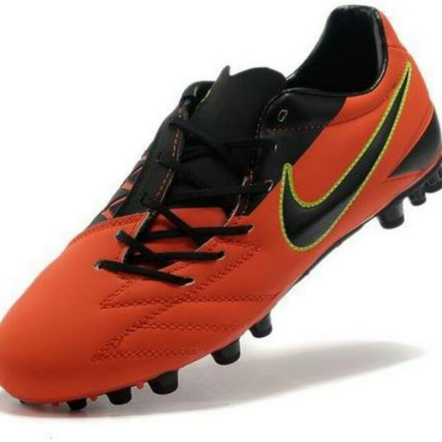 d57ae93caa14 Brand New NIKE T90 boots