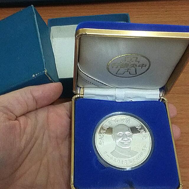 75年發行的先總統蔣公百年誕辰紀念銀幣