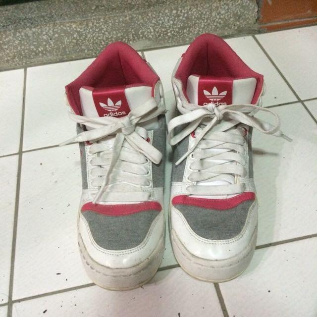爱迪達復古板鞋