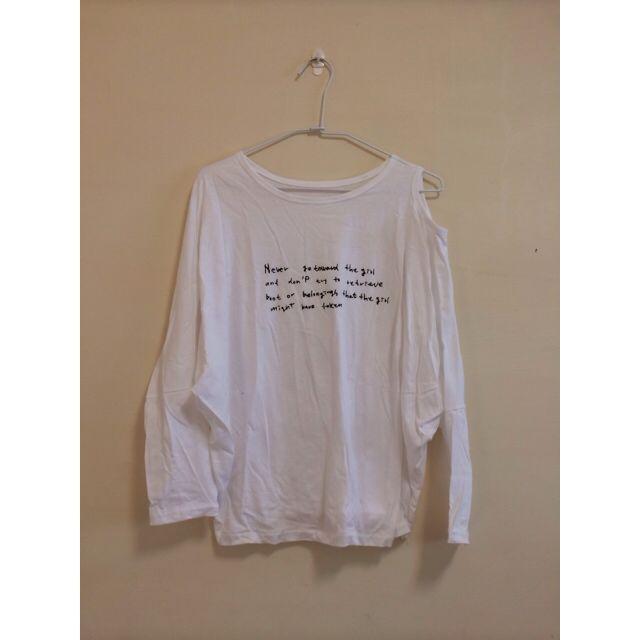 白色文字挖肩長袖上衣