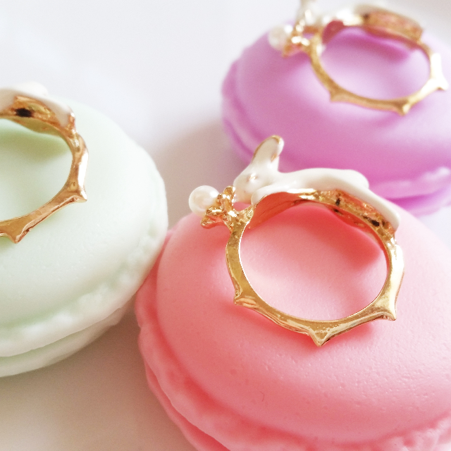 [IN STOCK] Fairytale Little Pearl Rabbit Ring - Comes in an adorable macaroon case