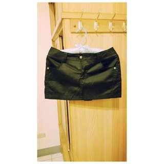 滑料材質黑裙