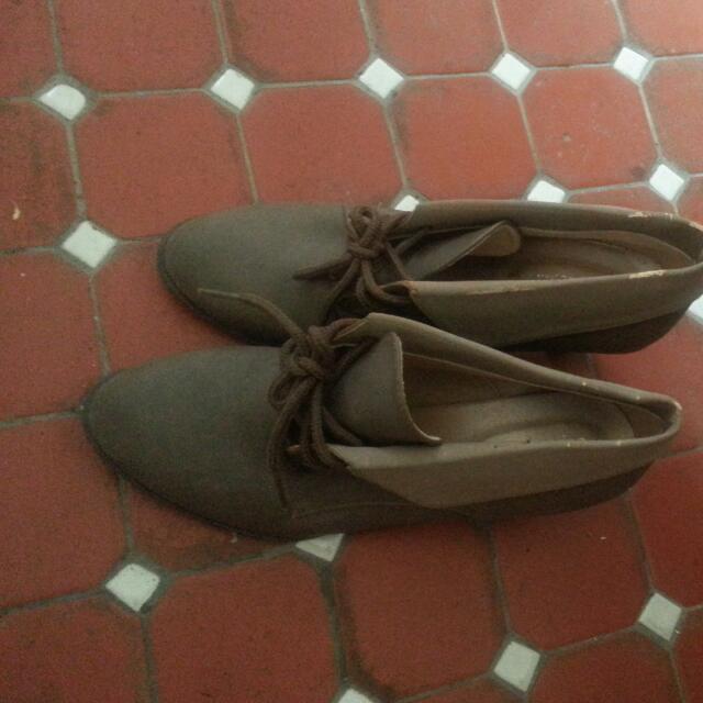 低跟系帶短靴