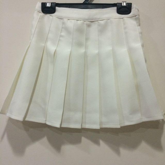 學生白色百褶裙