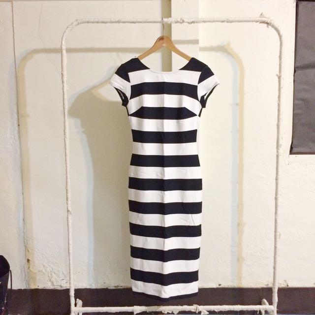 (保留)Zara 修身大挖背條紋洋裝