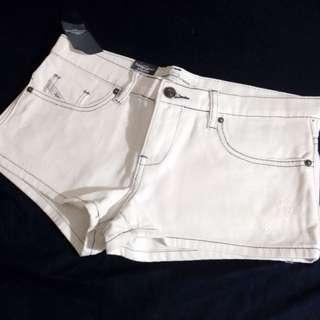 ✨全新 全白 超顯瘦 車邊短褲