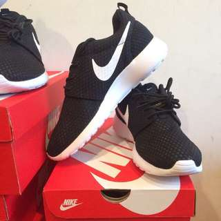 Nike rosherun br.  718552-011