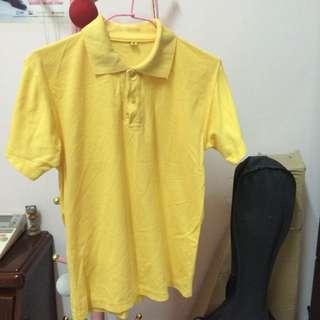 黃女生Polo衫