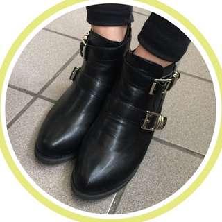 (免運)D+AF 率性英倫✨低跟雙扣環黑色短靴 機車靴 工程靴 踝靴