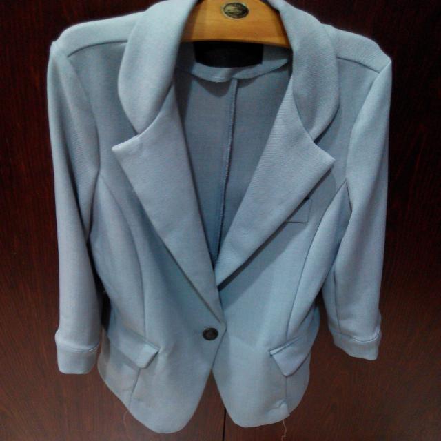 灰色七分袖西裝外套