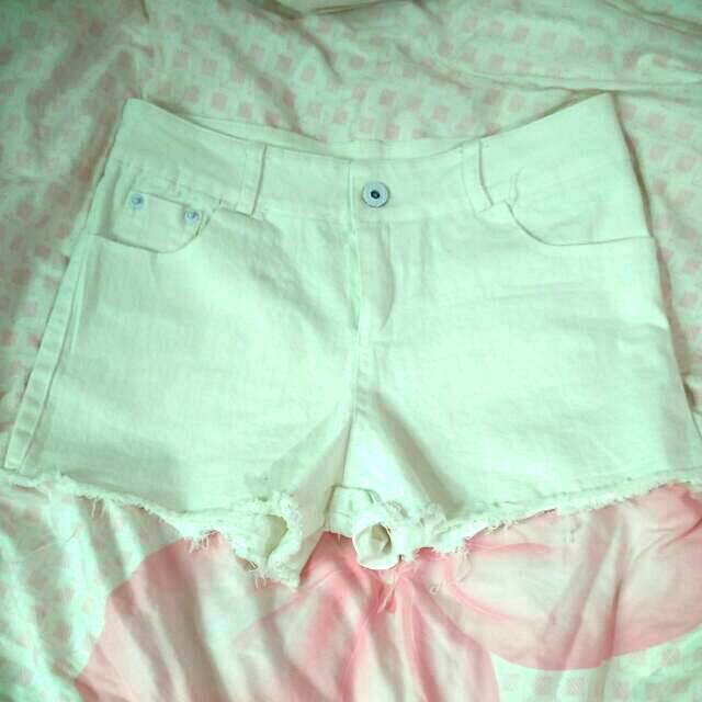 (近全新)微鬚鬚白色短褲