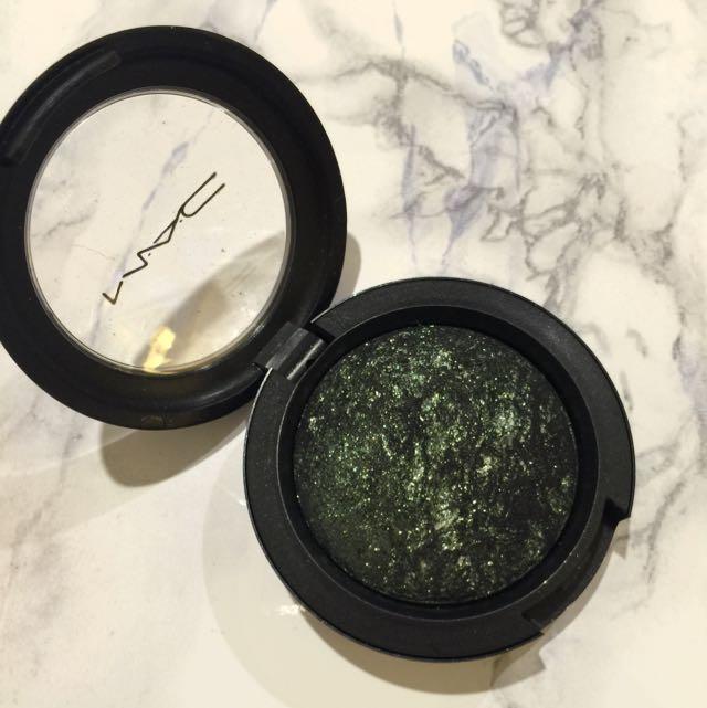 MAC Mineralized Eyeshadow in Smutty Green