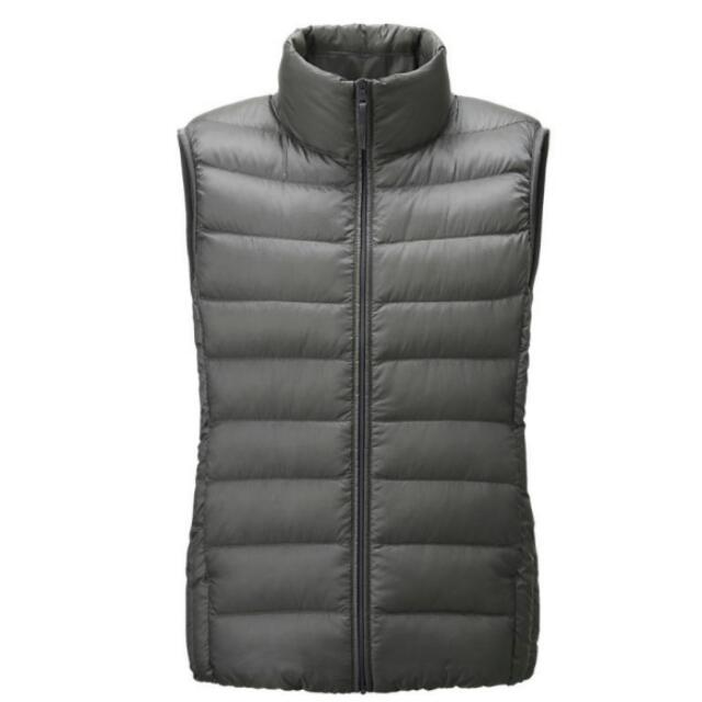 Uniqli特級極輕 羽絨背心 全新  家人買的但是沒穿過所以售出 有收納袋喔 也是灰色的 原價1990