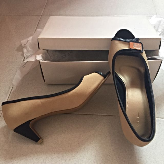 Very Cheap Unused VNC Heels