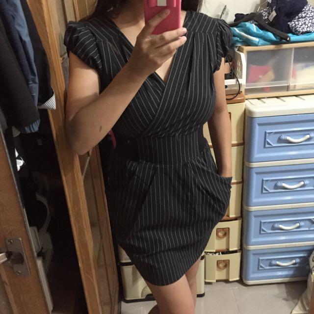 黑色直條紋束腰洋裝