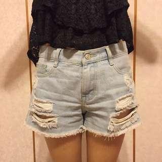 淺色刷破牛仔短褲