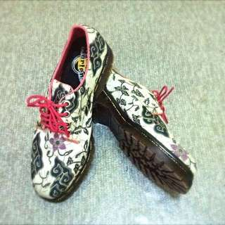 Dr.Martens Inspired Low Cut Boots (Batik)