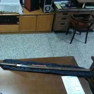 太極拳使用的合氣道長劍,有收納帶,幾乎未使用到,希望找到下個有緣人,含運費  1300元 謝絕白目價喔!
