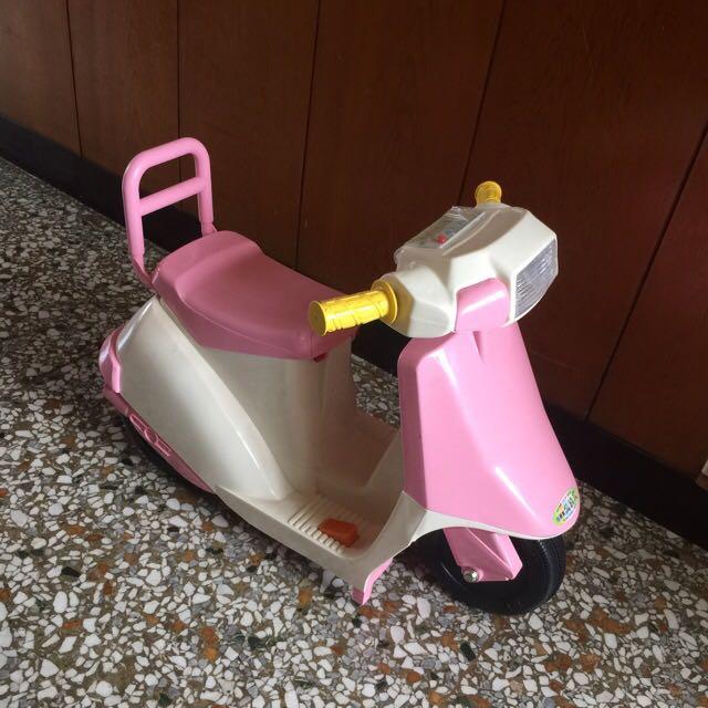 全新 幼童電動玩具車粉色 台北市萬華區自取價:1000元 充電款。有音樂。