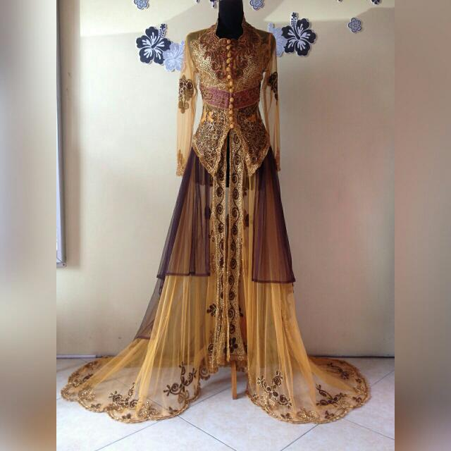 Kebaya Ekor Gold