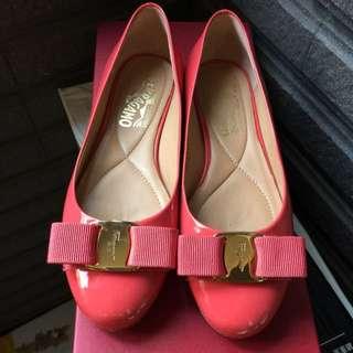 Salvatore ferragamo VARINA蝴蝶結娃鞋。過年