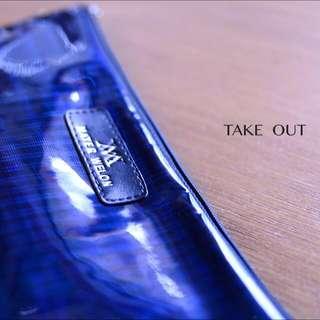 (免運費)泰國空運✈️  防潑水 深藍紫色  亮面 線條 肩背包 手拿包 側背包