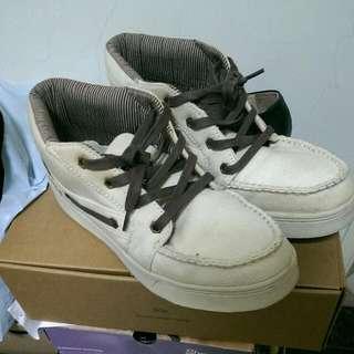 米白色高統休閒鞋