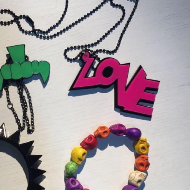 Love字幕項鍊