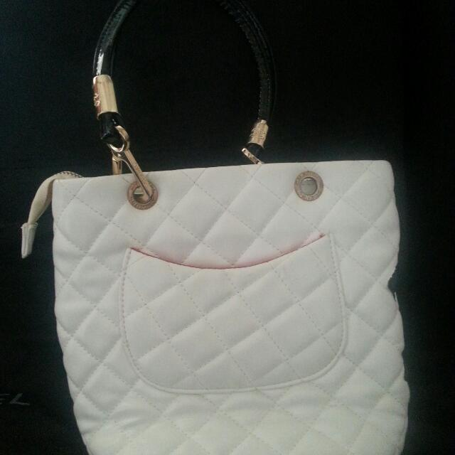 channel non authentic handbag...price reduce $30 still new..
