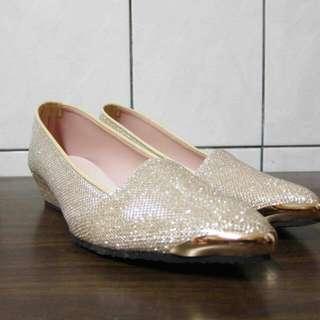 時尚金色尖頭金屬楔型鞋