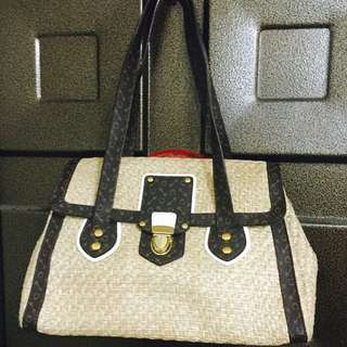質感很好的包包 好像是某小品牌✨