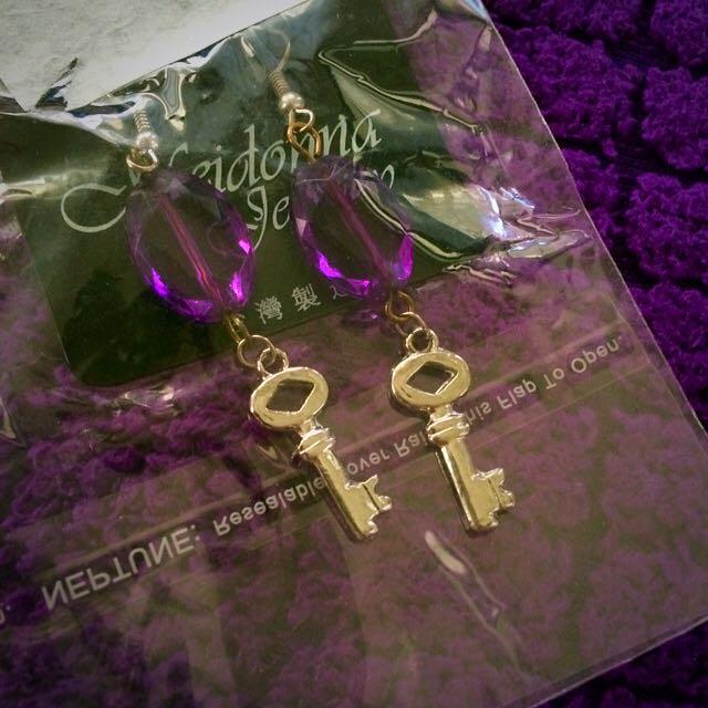 全新紫色鑰匙造型耳環