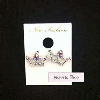 簍空皇冠造型水鑽耳環