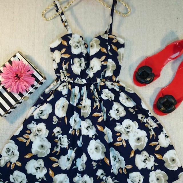 ⚠️含運~現貨🚚全新韓衣。超美花花 大朵花 細肩露背洋裝