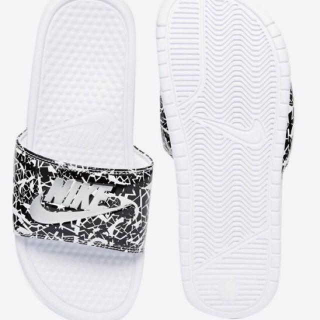 正品英國購入現貨Nike Benassi Print White Slider Sandals 拖鞋