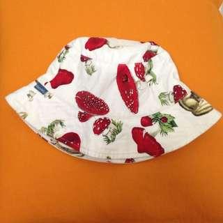 手做品牌 每頂帽子都是獨一無二的喔 購入價格780