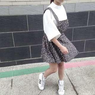 小碎花吊帶裙 韓國帶回喔 只有穿過一次 後面有鬆緊帶本人我155長度如圖
