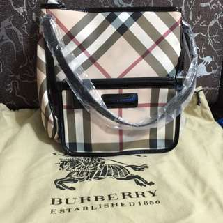 BN Burberry Handbag w Pouch