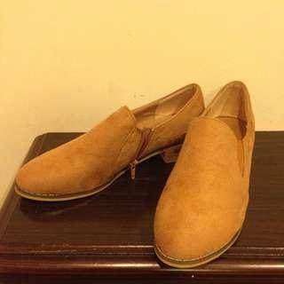 降價囉))麂皮 38 / 24女鞋 短靴 尖頭