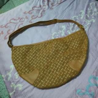 半月形編織側背包包