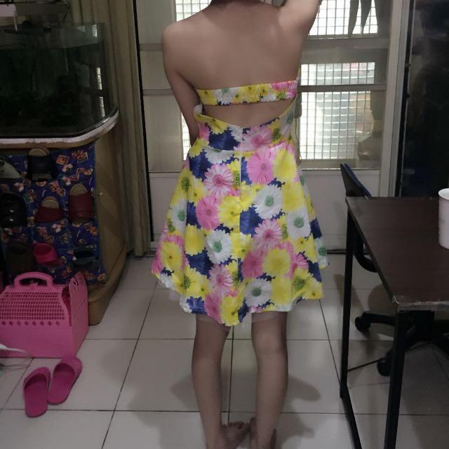 露背花洋裝