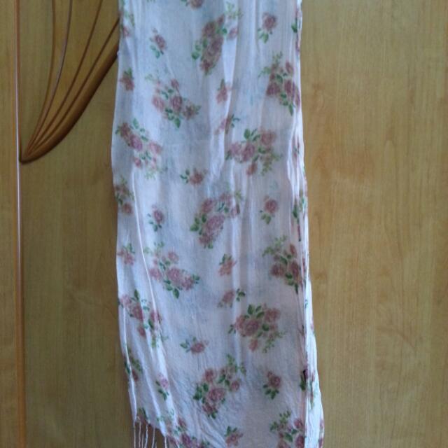 淺橘粉花薄圍巾