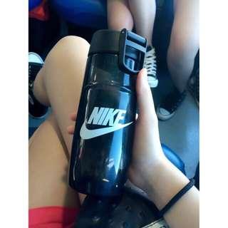 Nike 隨身小壺