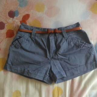 藍色短褲+腰帶