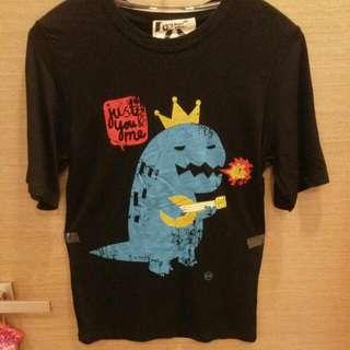 黑色恐龍 t-shirt