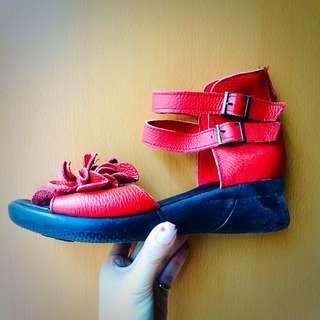 大紅花花高筒涼鞋